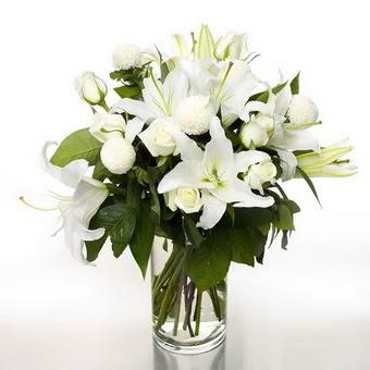Kırşehir çiçek yolla , çiçek gönder , çiçekçi   1 dal cazablanca 7 adet beyaz gül vazosu