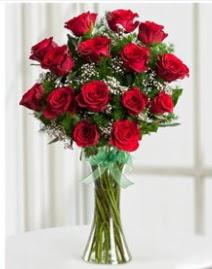 Cam vazo içerisinde 11 kırmızı gül vazosu  Kırşehir uluslararası çiçek gönderme
