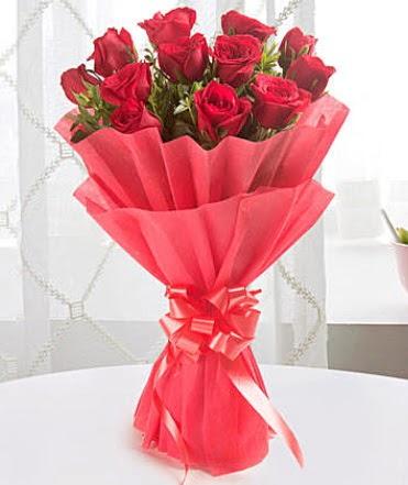 12 adet kırmızı gülden modern buket  Kırşehir İnternetten çiçek siparişi