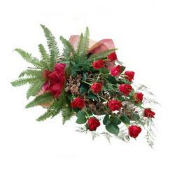Kırşehir internetten çiçek siparişi  10 adet kirmizi gül özel buket çiçek siparisi
