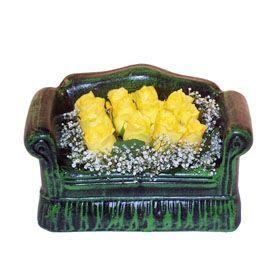 Seramik koltuk 12 sari gül   Kırşehir çiçek satışı