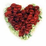 kalp biçiminde 15 gülden   Kırşehir çiçek mağazası , çiçekçi adresleri