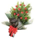 12 adet kirmizi gül buketi   Kırşehir ucuz çiçek gönder