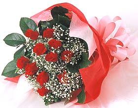12 adet kirmizi gül buketi  Kırşehir çiçek siparişi vermek
