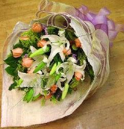Kırşehir çiçekçi mağazası  11 ADET GÜL VE 1 ADET KAZABLANKA