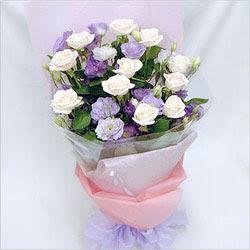 Kırşehir çiçekçi mağazası  BEYAZ GÜLLER VE KIR ÇIÇEKLERIS BUKETI