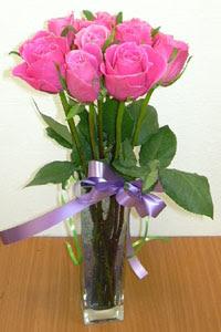 cam vazo içerisinde 11 adet gül  Kırşehir çiçekçi mağazası