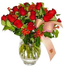Kırşehir ucuz çiçek gönder  11 adet kirmizi gül  cam aranjman halinde