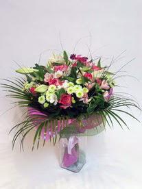 Kırşehir çiçek , çiçekçi , çiçekçilik  karisik mevsim buketi mevsime göre hazirlanir.