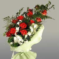 Kırşehir çiçek satışı  11 adet kirmizi gül buketi sade haldedir