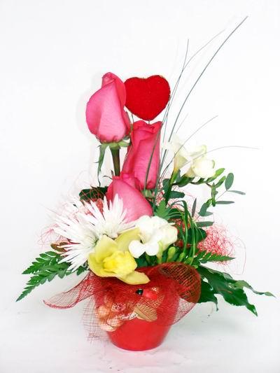Kırşehir çiçek satışı  cam içerisinde 3 adet gül ve kir çiçekleri