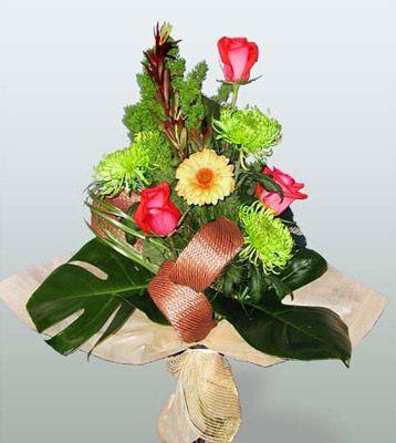 Kırşehir çiçek satışı  3 adet gül 4 adet gerbera çiçegi sade buket