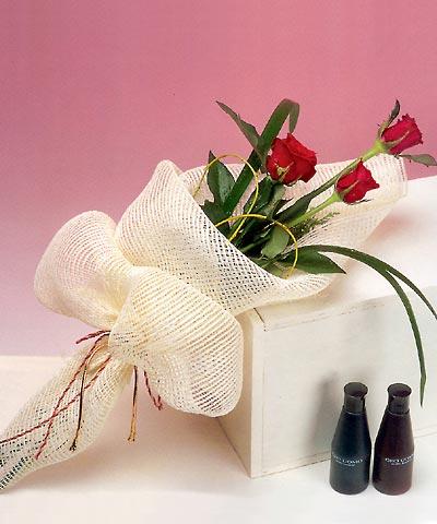 3 adet kalite gül sade ve sik halde bir tanzim  Kırşehir internetten çiçek satışı
