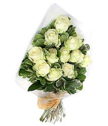 Kırşehir güvenli kaliteli hızlı çiçek  12 li beyaz gül buketi.