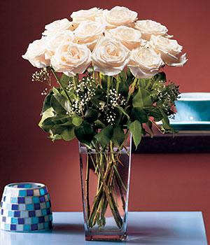 Kırşehir 14 şubat sevgililer günü çiçek  Cam yada mika vazo içerisinde 12 gül