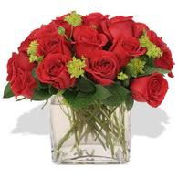 Kırşehir çiçek yolla  10 adet kirmizi gül ve cam yada mika vazo