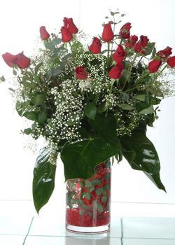 Kırşehir çiçek mağazası , çiçekçi adresleri  11 adet kirmizi gül ve cam yada mika vazo tanzim