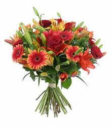 Kırşehir çiçek gönderme sitemiz güvenlidir  3 adet kirmizi gül ve karisik kir çiçekleri demeti