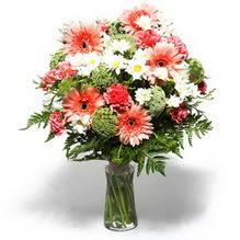 Kırşehir çiçek siparişi sitesi  cam yada mika vazo içerisinde karisik demet çiçegi