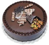 Çikolatali yas pasta 4 ile 6 kisilik  leziz  Kırşehir çiçek online çiçek siparişi