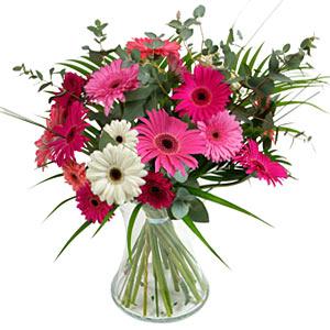 15 adet gerbera ve vazo çiçek tanzimi  Kırşehir internetten çiçek siparişi