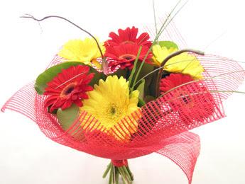 9 adet gerbera çiçeklerinden buket  Kırşehir çiçek gönderme