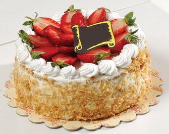 uygun pastaneler 4 ile 6 kisilik çilekli yas pasta lezzetli  Kırşehir çiçekçiler