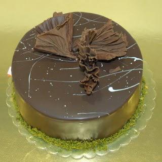 pastaci ustamizdan 4 ile 6 kisilik fistikli çikolatali yaspasta  Kırşehir hediye sevgilime hediye çiçek