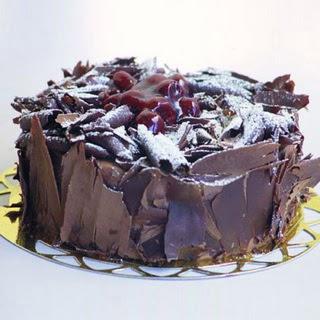 pasta yolla 4 ile 6 kisilik visneli çikolatali yas pasta  Kırşehir hediye çiçek yolla