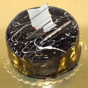 pasta gönder 4 ile 6 kisilik parça çikolatali yaspasta  Kırşehir internetten çiçek satışı