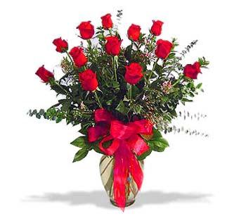 çiçek siparisi 11 adet kirmizi gül cam vazo  Kırşehir internetten çiçek siparişi