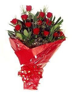12 adet kirmizi gül buketi  Kırşehir çiçek siparişi sitesi