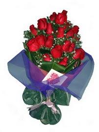 12 adet kirmizi gül buketi  Kırşehir internetten çiçek siparişi