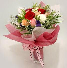 Karisik renklerde 11 adet gül buketi  Kırşehir çiçek gönderme sitemiz güvenlidir