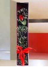 kutu içinde tek kirmizi gül  Kırşehir anneler günü çiçek yolla