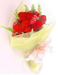 9 adet kirmizi gül buketi  Kırşehir çiçek siparişi vermek