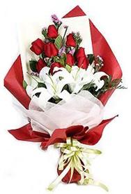 Kırşehir çiçek , çiçekçi , çiçekçilik  9 adet gül 2 adet kazablanka buketi