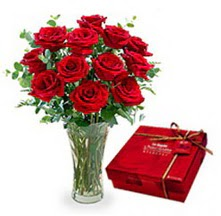 Kırşehir ucuz çiçek gönder  10 adet cam yada mika vazoda gül çikolata