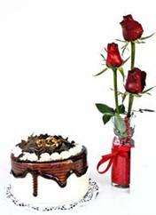 Kırşehir çiçekçiler  vazoda 3 adet kirmizi gül ve yaspasta