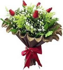 Kırşehir internetten çiçek siparişi  5 adet kirmizi gül buketi demeti
