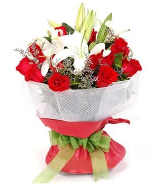 Kırşehir çiçek , çiçekçi , çiçekçilik  1 dal kazablanka 11 adet kırmızı gül buketi