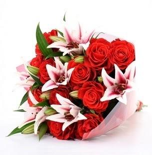 Kırşehir çiçekçiler  3 dal kazablanka ve 11 adet kırmızı gül