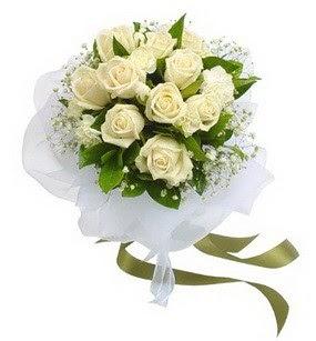 Kırşehir güvenli kaliteli hızlı çiçek  11 adet benbeyaz güllerden buket