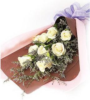 Kırşehir çiçek siparişi vermek  9 adet beyaz gülden görsel buket çiçeği