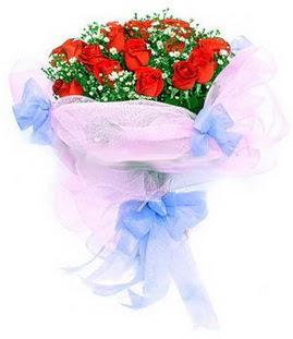 Kırşehir hediye çiçek yolla  11 adet kırmızı güllerden buket modeli