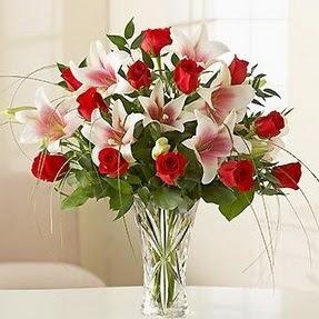 Kırşehir çiçek online çiçek siparişi  12 adet kırmızı gül 1 dal kazablanka çiçeği