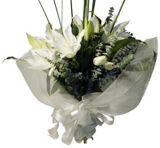 Kırşehir ucuz çiçek gönder  2 dal kazablanka çiçek buketi