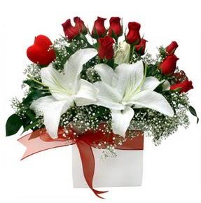 Kırşehir ucuz çiçek gönder  1 dal kazablanka 11 adet kırmızı gül vazosu