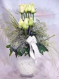 Kırşehir internetten çiçek siparişi  9 adet vazoda beyaz gül - sevdiklerinize çiçek seçimi