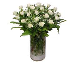 Kırşehir kaliteli taze ve ucuz çiçekler  cam yada mika Vazoda 12 adet beyaz gül - sevenler için ideal seçim
